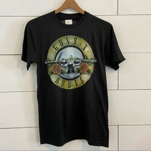 Guns N Roses Black Concert Tee Shirt.